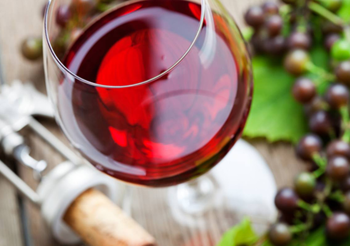 Tutte le proprietà e i benefici del vino rosso