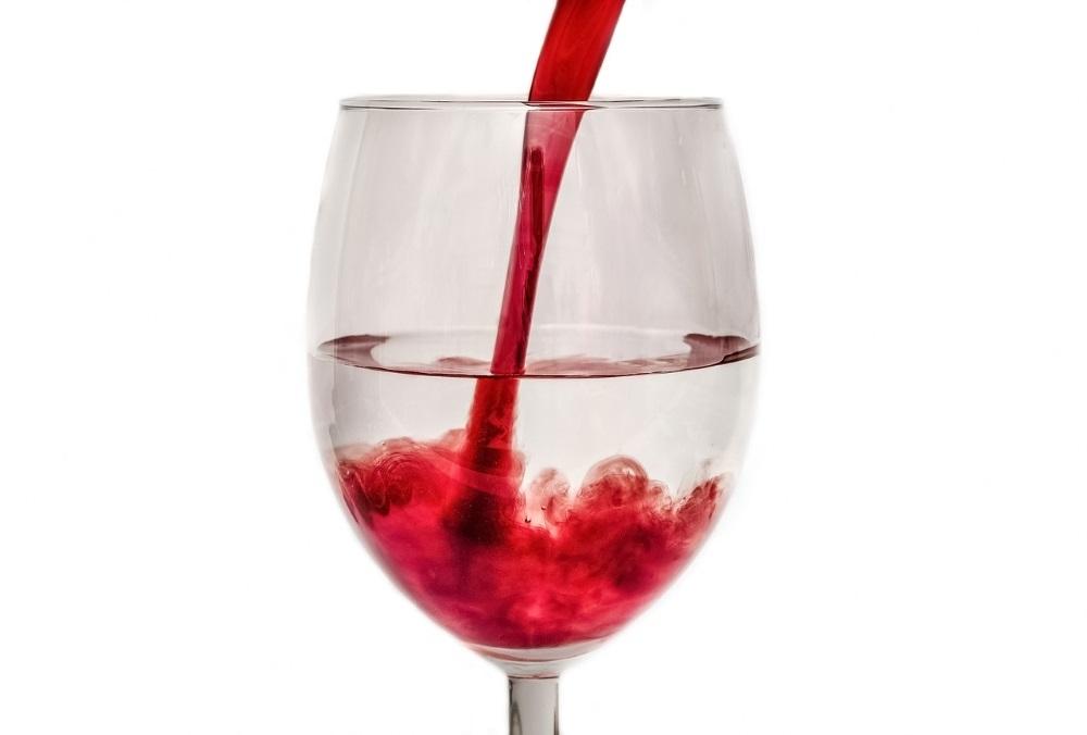 Allungare il vino con l'acqua, l'ultima grande invenzione da Bruxelles
